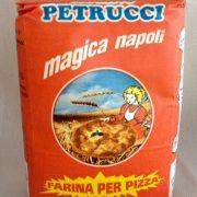 """Farina per pizza, """"Magica Napoli"""", 1 kg 1,30 euro"""